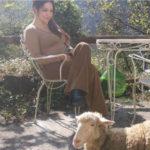 Sonia Cortopassi con la pecora Neve